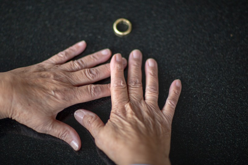 Frau, 64, geschieden, alleinstehend